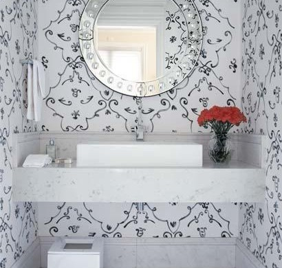 Banheiros decorados com papel de parede