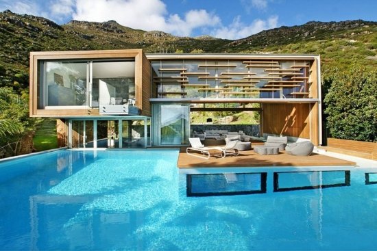 Casa-con-moderna-piscina