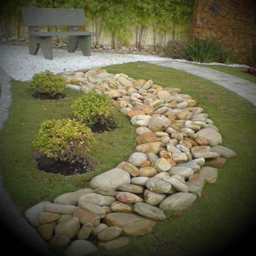 Como decorar jardins com pedras