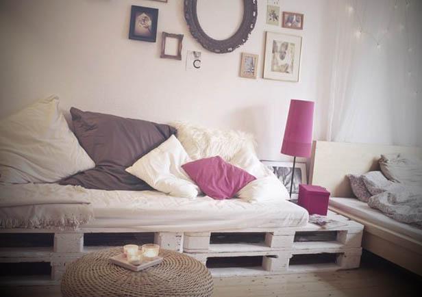 Sofás feitos com paletes brancas