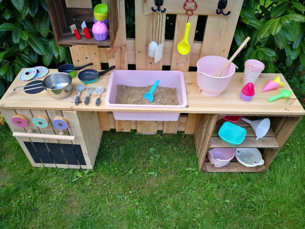 area de brincadeira para as criancas com material reciclado 10