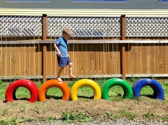 area de brincadeira para as criancas com material reciclado 7