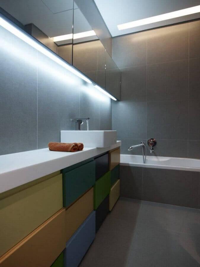banheiro cinza madeira