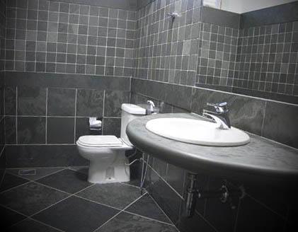 banheiro com piso revestimento
