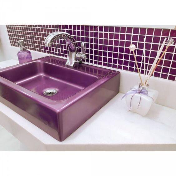 banheiro cuba colorida lilas