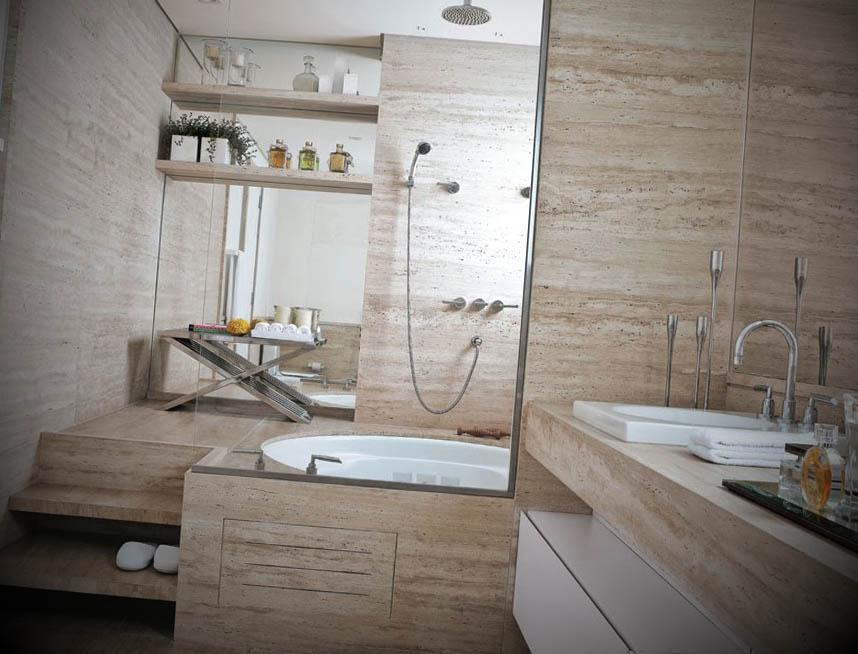 banheiro de marmore com banheira