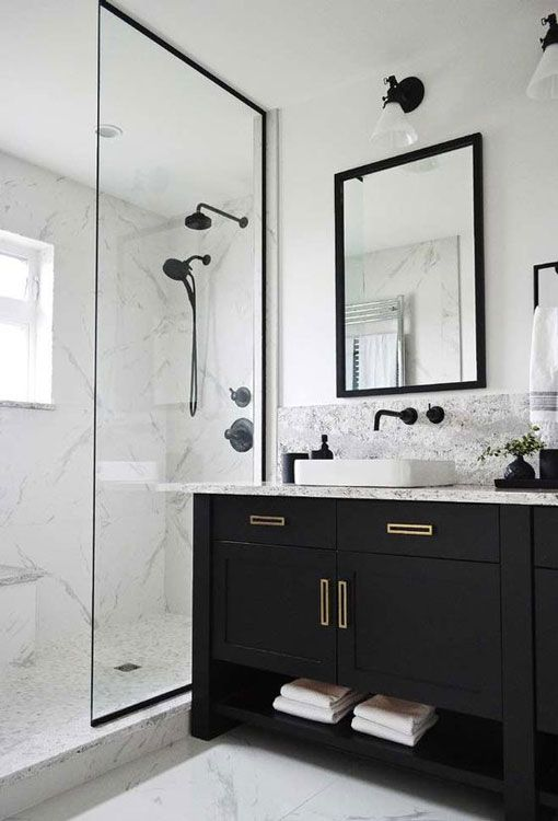 banheiro preto branco moveis