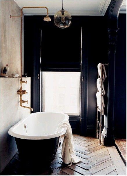 banheiro preto branco paredes