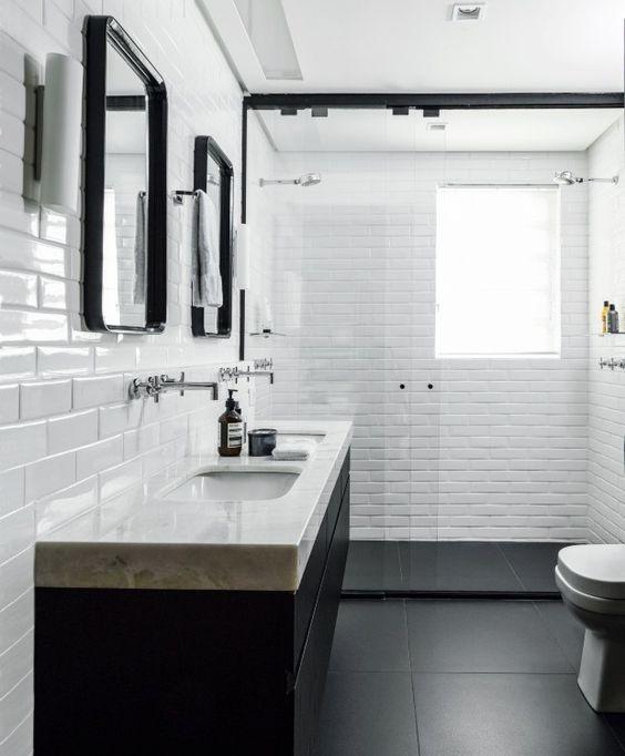banheiro preto marmore simples