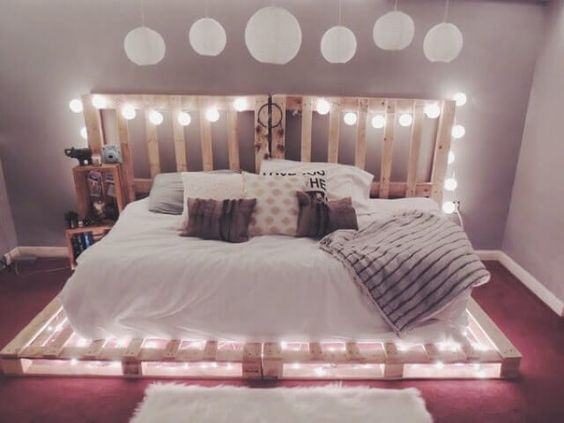 cama de paletes de madeira com luzes 2