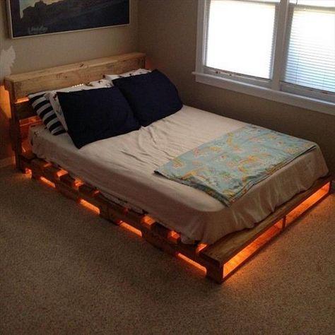 cama de paletes de madeira com luzes 4