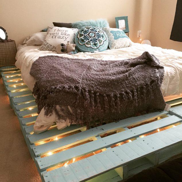 cama de paletes de madeira com luzes 5