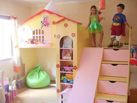 cama infantil com escorrega escada