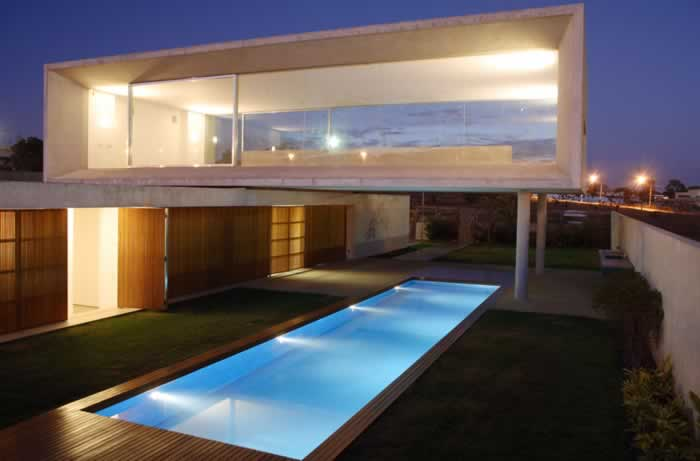 Casas modernas com piscinas for Piscinas super baratas