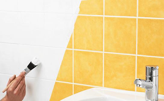 como pintar azulejos do banheiro
