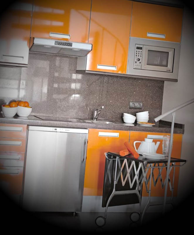 cozinha moderna pequena colorida