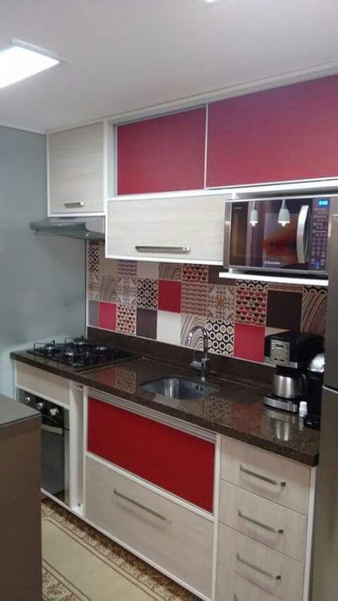 cozinha planejada apartamento colorida