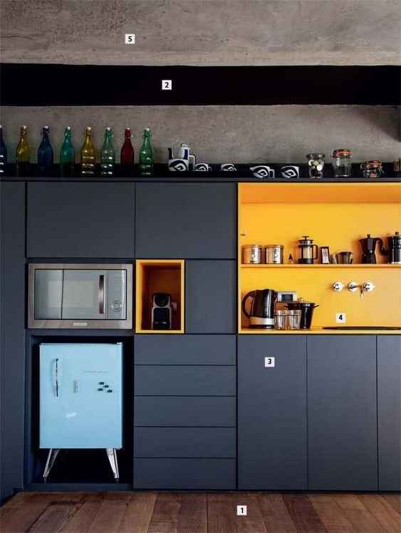 cozinha preta amarela