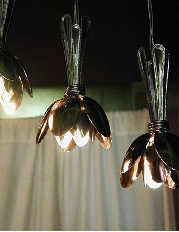 decoracao com colheres luminaria
