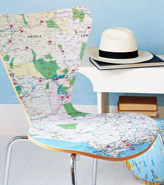 decoracao com mapas cadeira