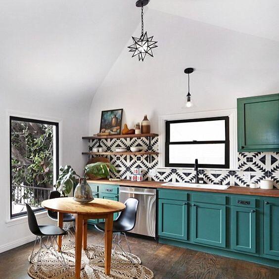 decoracao com moveis retro cozinha colorida