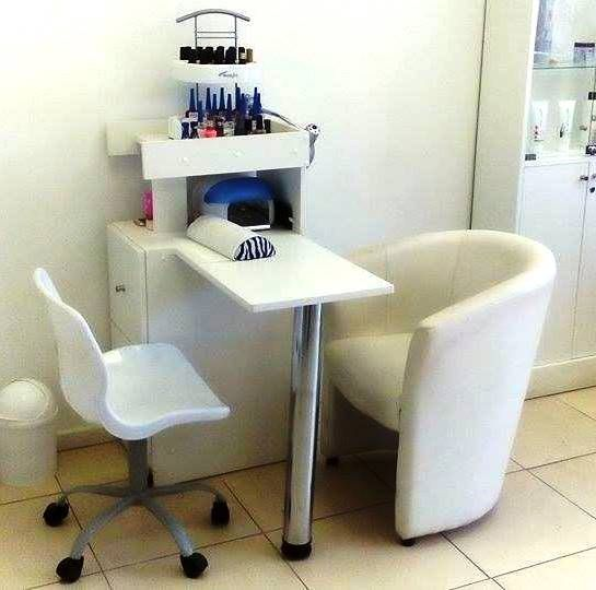 decoracao salao beleza pequeno mesa manicure