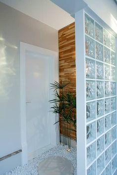 decoracao tijolos vidro hall