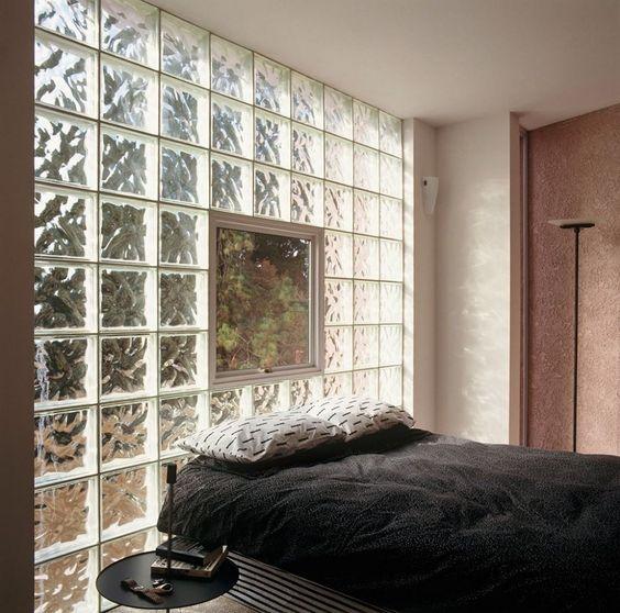decoracao tijolos vidro quarto