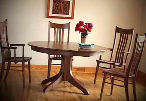 fotos de mesas de madeira redondas