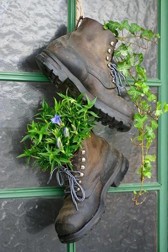 ideias criativas vasos sapatos velhos