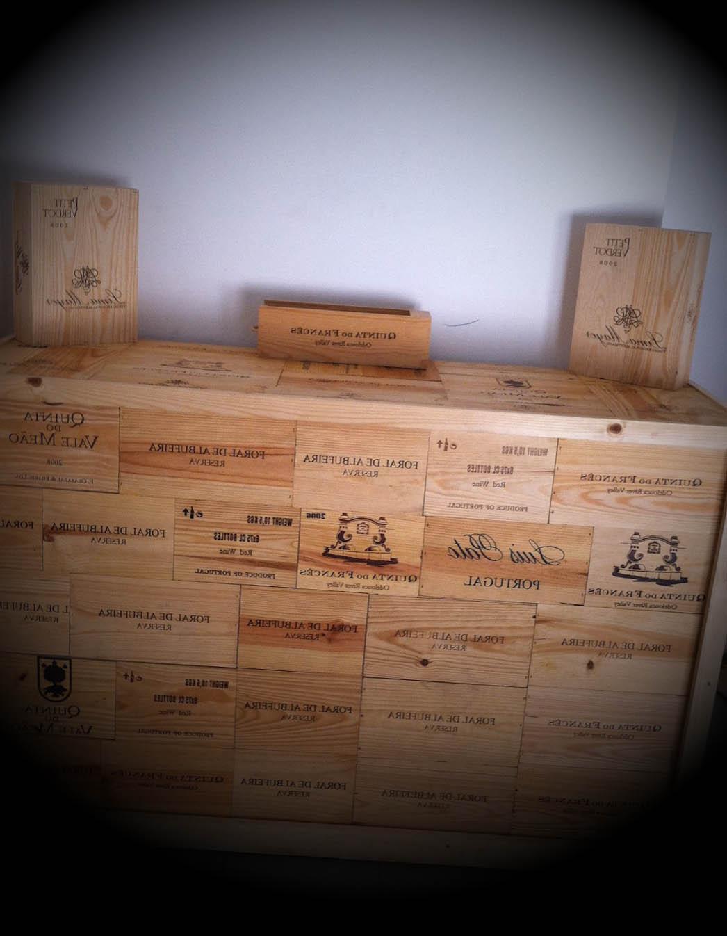 ideias decoracao com caixas de vinho