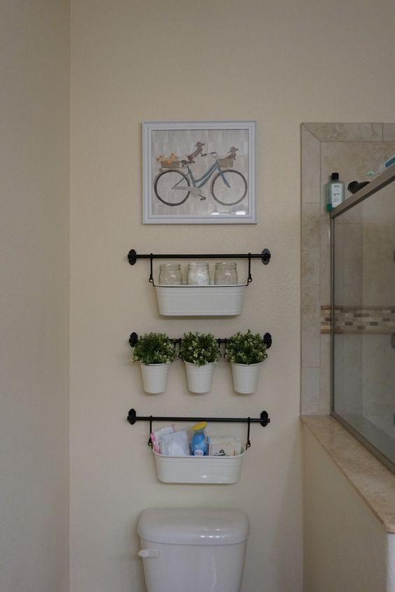 ideias organizar banheiro prateleiras
