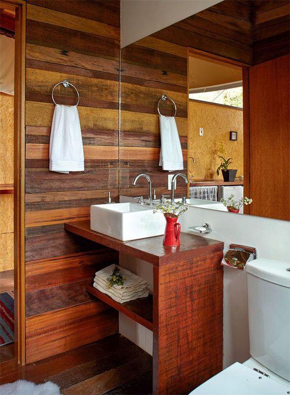 ideias rusticas decorar banheiro revestimento madeira