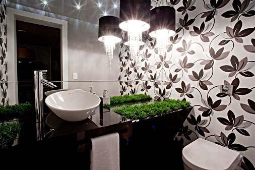 lavabo com papel de parede floral