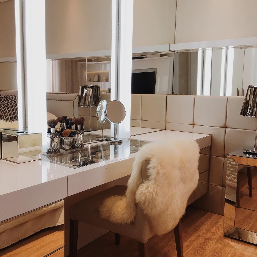 mesa maquiagem quarto