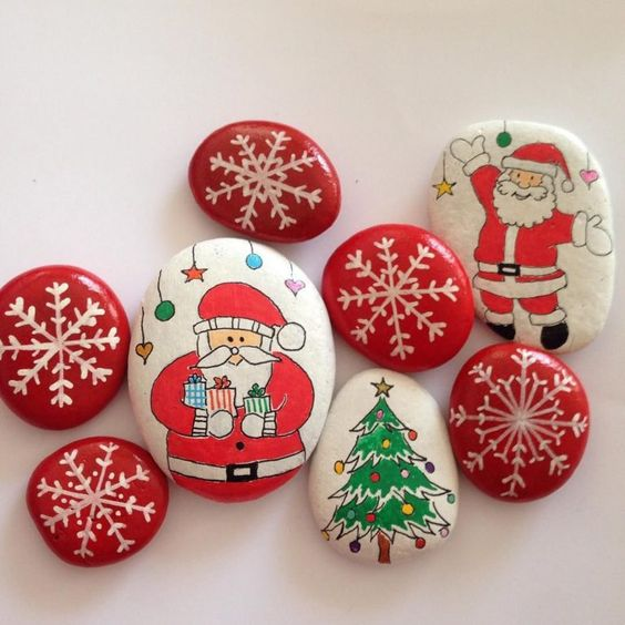 pedras decoradas pintadas natal ideia