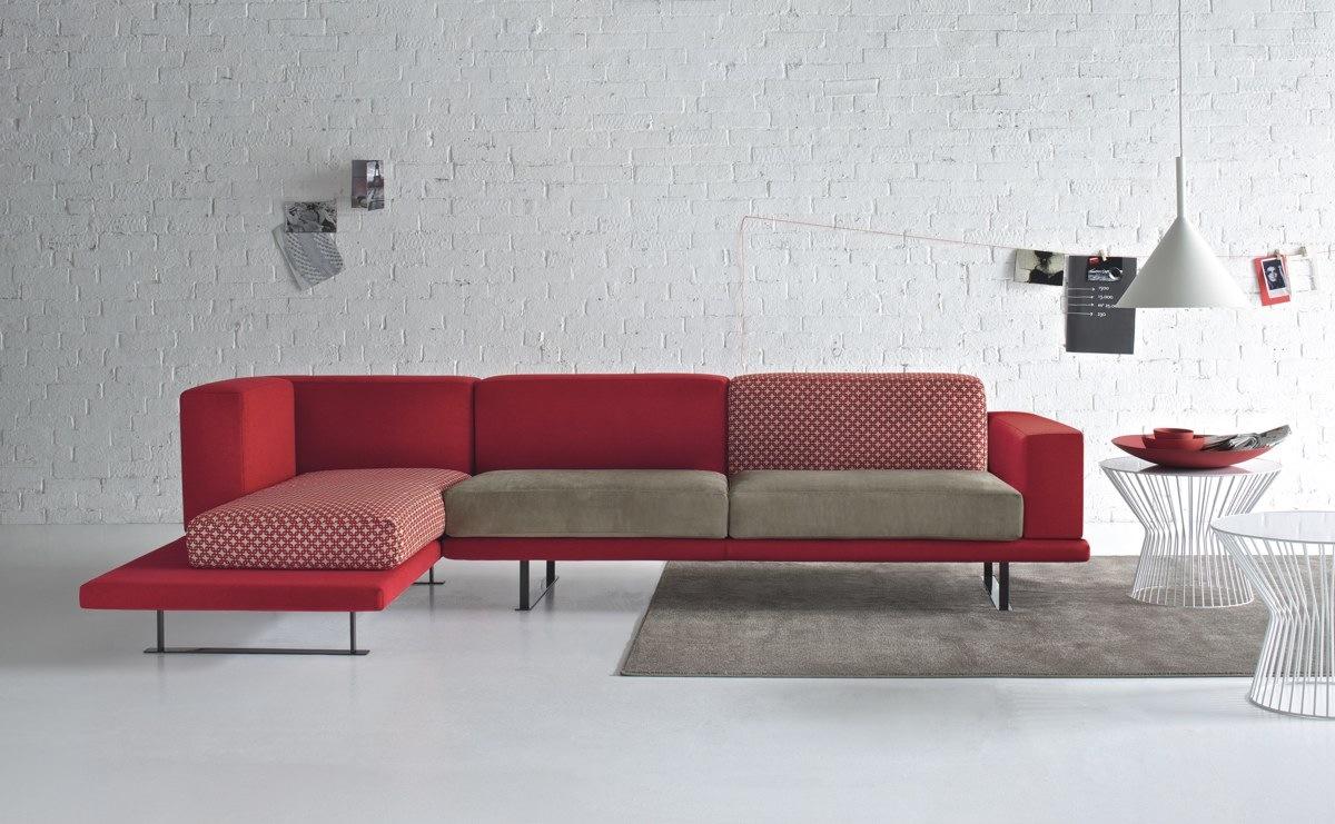 sofa moderno vermelho