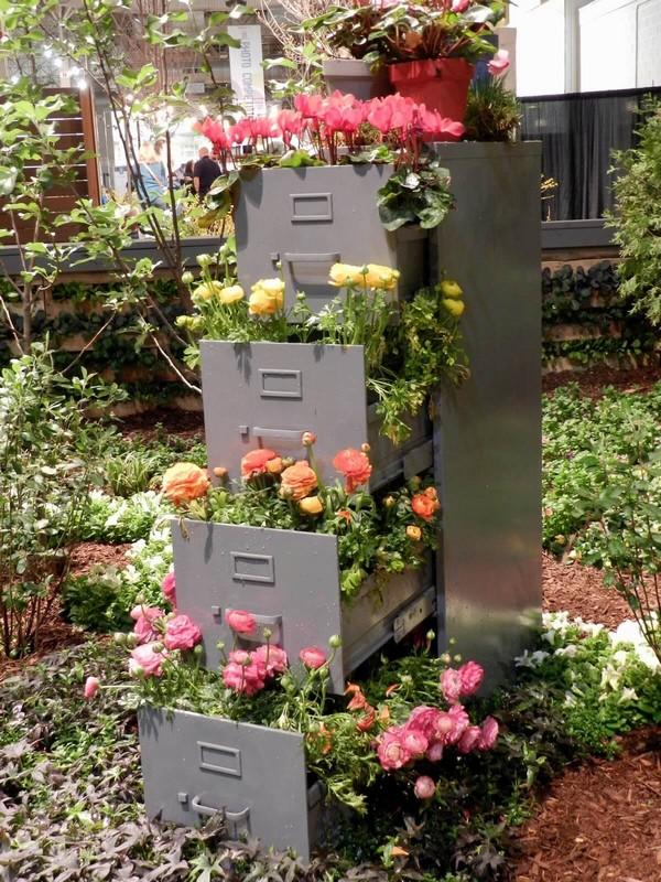 torres de vasos com flores