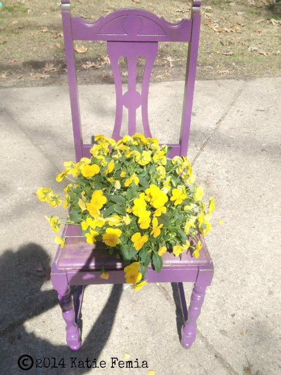 vasos objetos velhos cadeira
