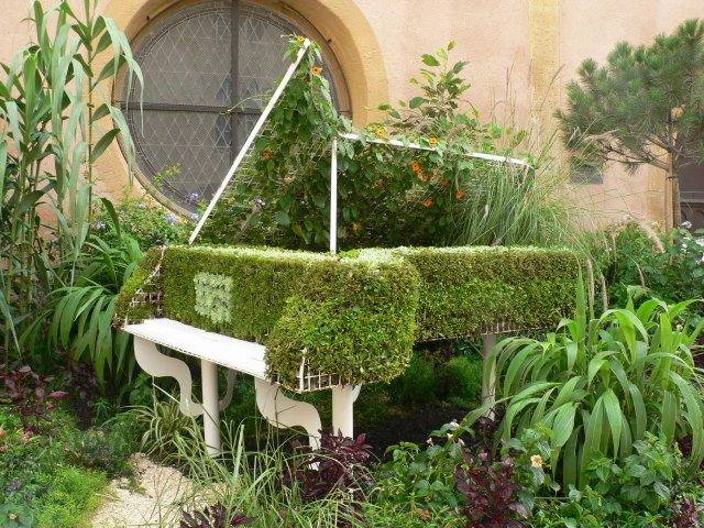 vasos objetos velhos piano