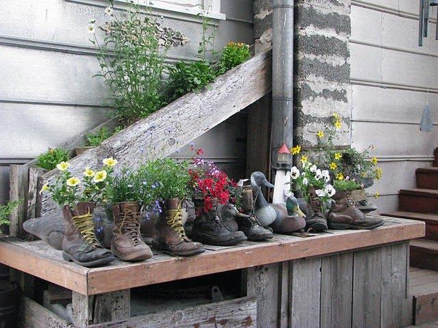 vasos objetos velhos sapatos